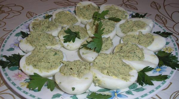 Фаршированные яйца с тунцом рецепт с фото
